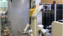 """抢先体验智慧零售,无人苏宁小店惊现""""机器人"""""""